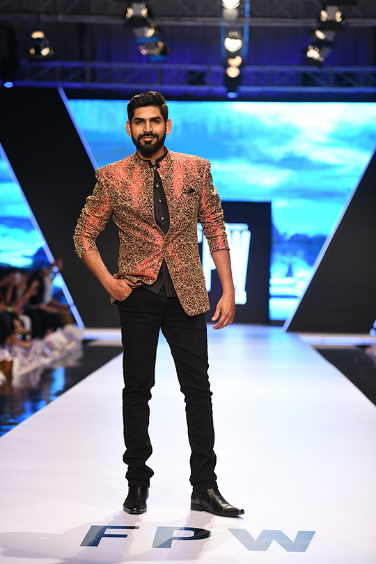fashion_pakistan_ss_18_blog_amir_adnan_540_01