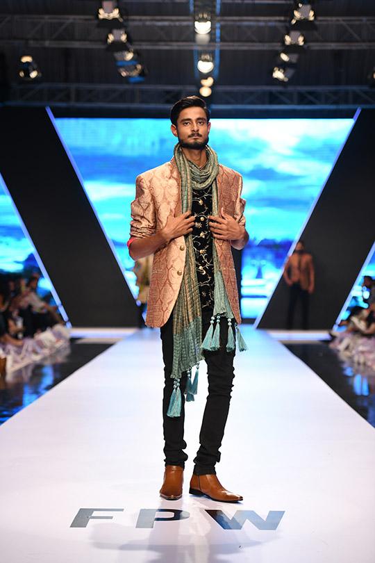 fashion_pakistan_ss_18_blog_amir_adnan_540_03