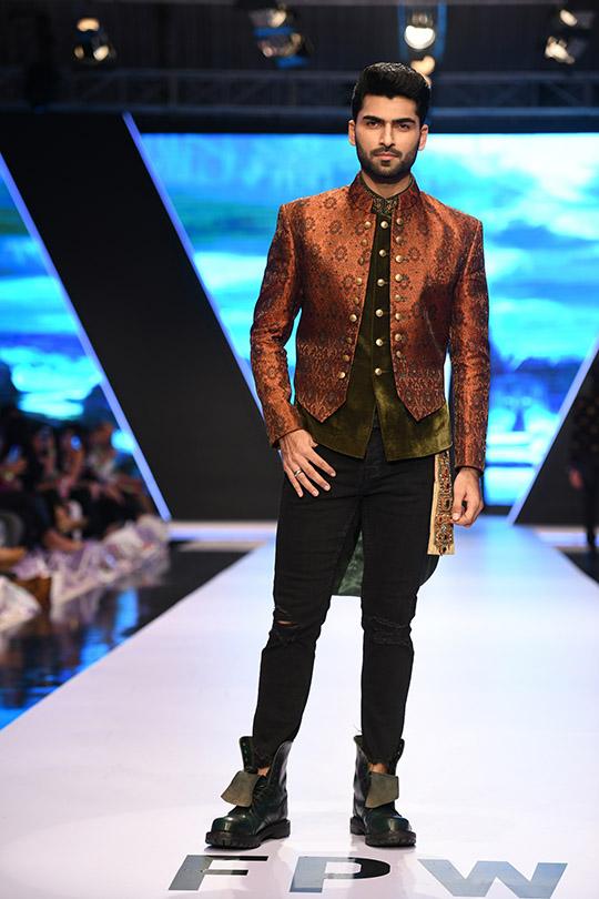 fashion_pakistan_ss_18_blog_amir_adnan_540_10