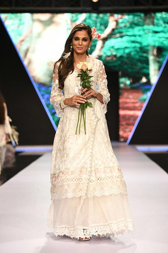 fashion_pakistan_ss_18_blog_farah_talib_aziz_540_10