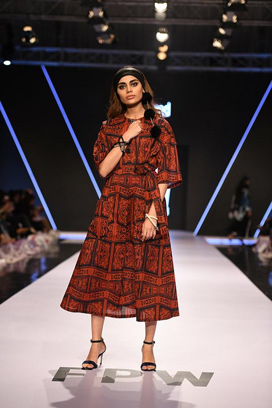 fashion_pakistan_ss_18_blog_gulabo_540_04