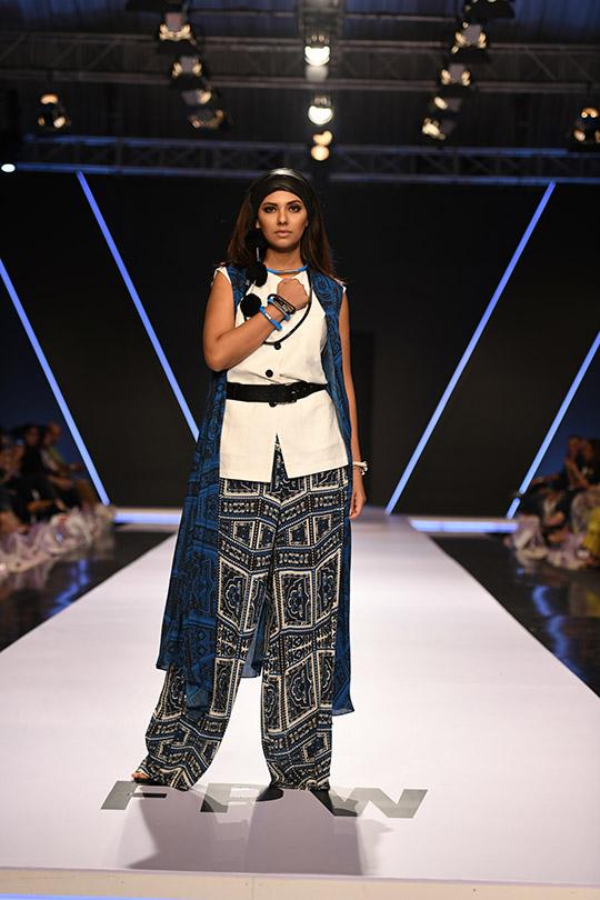 fashion_pakistan_ss_18_blog_gulabo_540_09