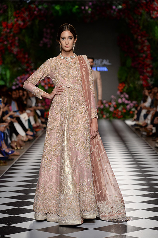 faraz_manan_pfdc_loreal_paris_bridal_week_540_02