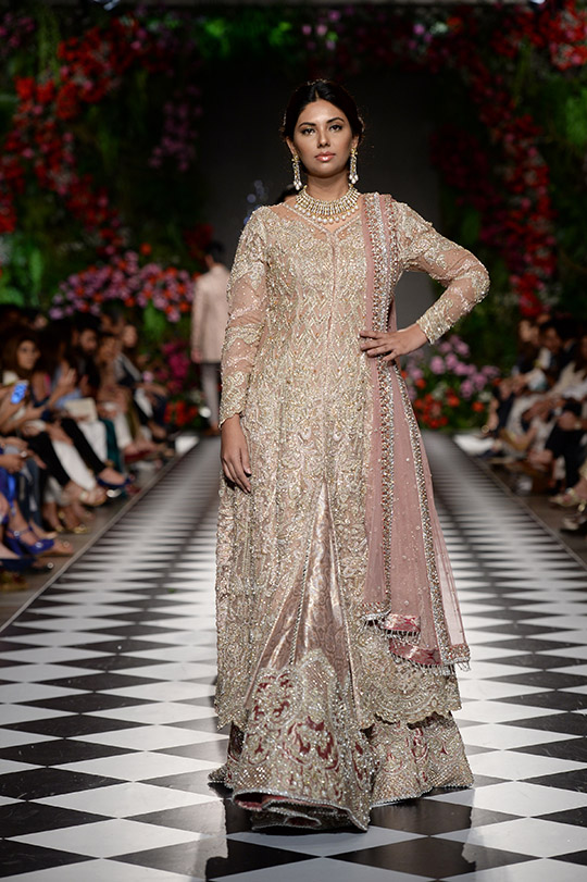 faraz_manan_pfdc_loreal_paris_bridal_week_540_03