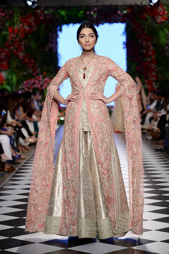 faraz_manan_pfdc_loreal_paris_bridal_week_540_05