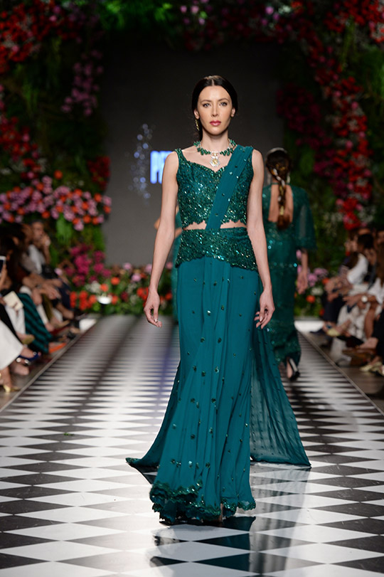 faraz_manan_pfdc_loreal_paris_bridal_week_540_12
