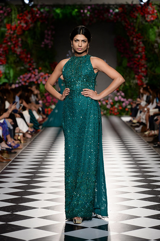 faraz_manan_pfdc_loreal_paris_bridal_week_540_13