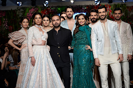 faraz_manan_pfdc_loreal_paris_bridal_week_540_15