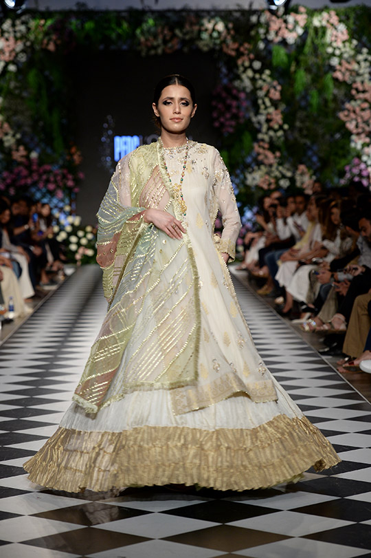 misha_lakhani_pfdc_loreal_paris_bridal_week_540_01