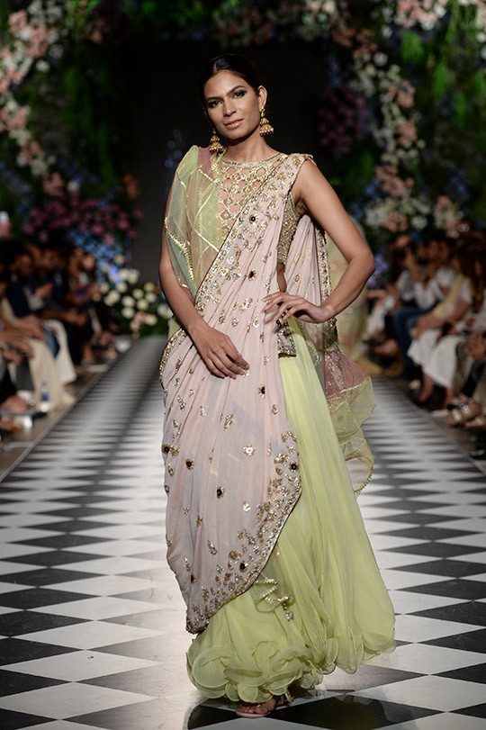 misha_lakhani_pfdc_loreal_paris_bridal_week_540_02