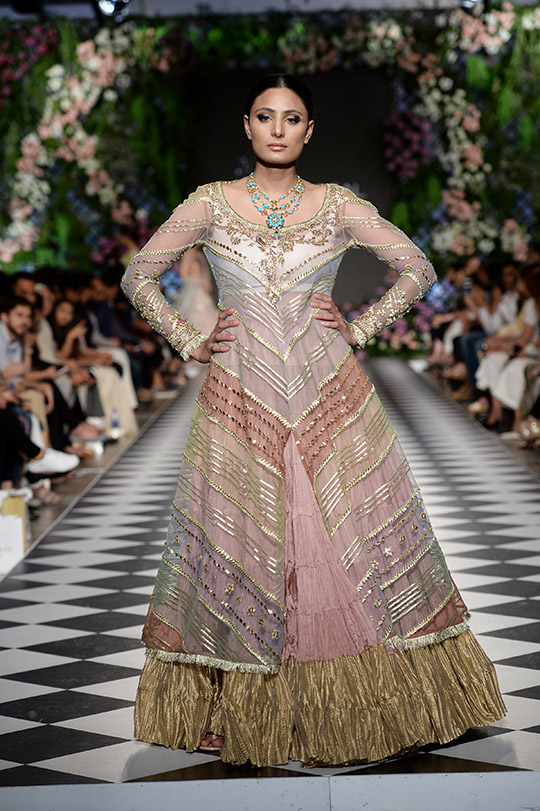 misha_lakhani_pfdc_loreal_paris_bridal_week_540_04