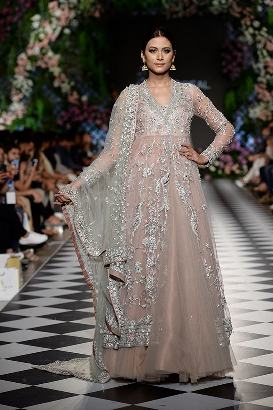misha_lakhani_pfdc_loreal_paris_bridal_week_540_06