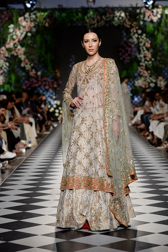 misha_lakhani_pfdc_loreal_paris_bridal_week_540_07