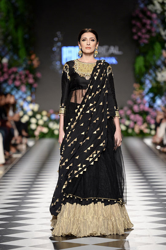 misha_lakhani_pfdc_loreal_paris_bridal_week_540_08