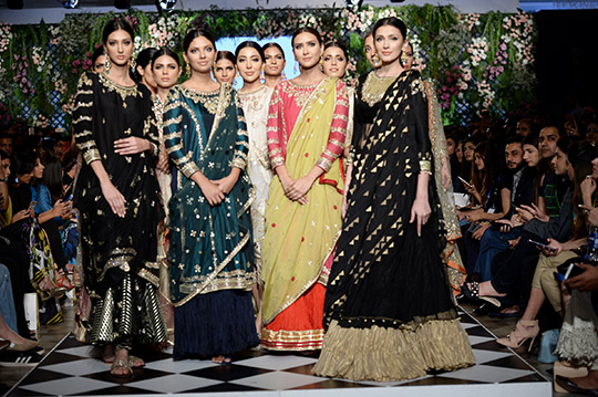 misha_lakhani_pfdc_loreal_paris_bridal_week_540_10