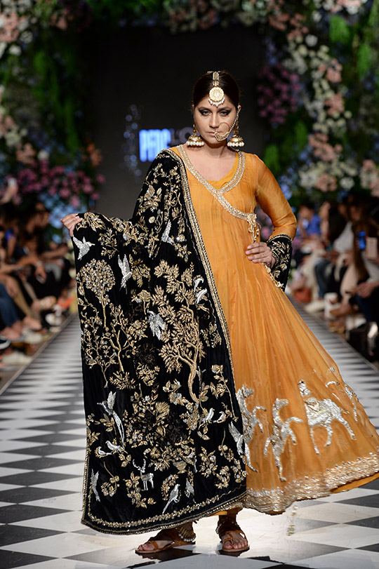 niza_azwer_pfdc_loreal_paris_bridal_week_540_03