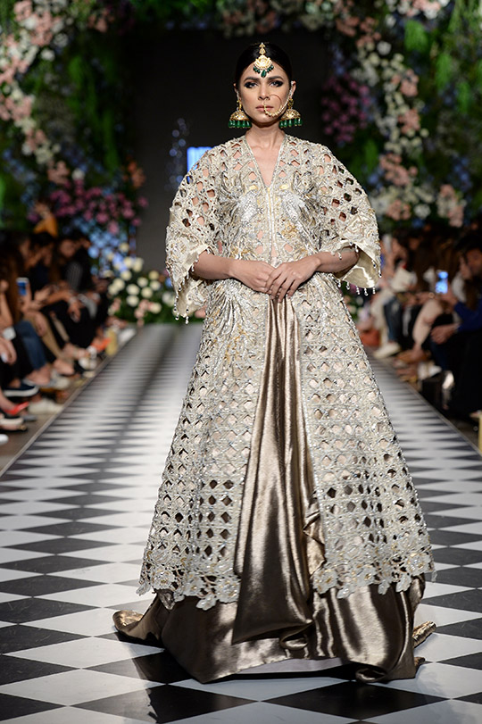 niza_azwer_pfdc_loreal_paris_bridal_week_540_04