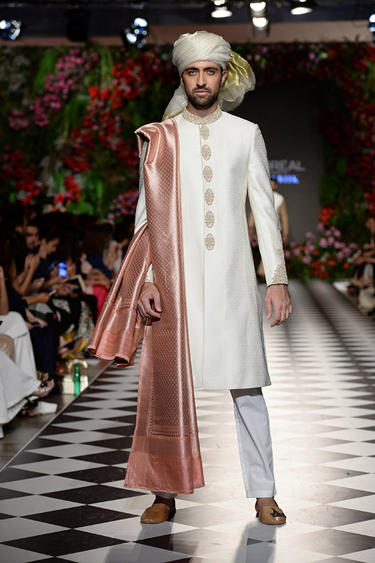 omar_farooq_pfdc_loreal_paris_bridal_week_540_01