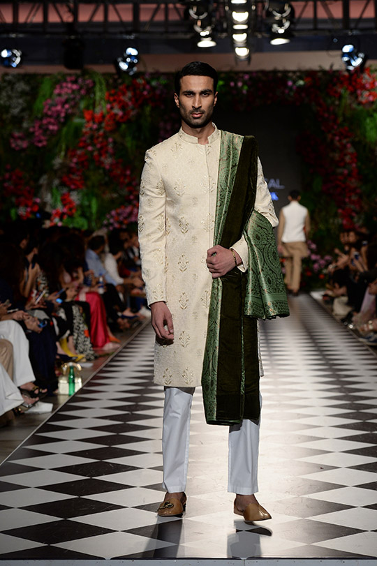 omar_farooq_pfdc_loreal_paris_bridal_week_540_03