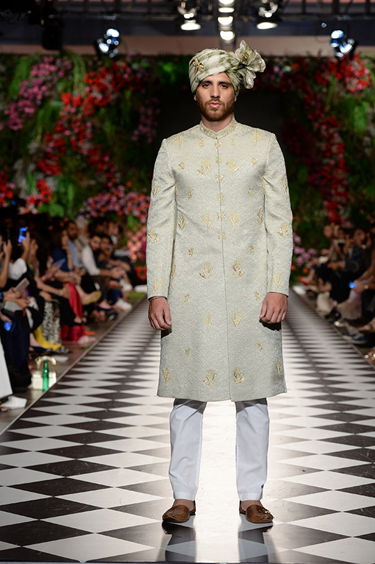 omar_farooq_pfdc_loreal_paris_bridal_week_540_09