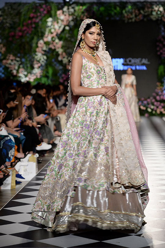 zainab_salman_pfdc_loreal_paris_bridal_week_540_02