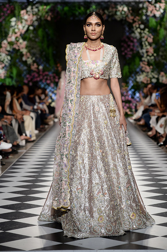 zainab_salman_pfdc_loreal_paris_bridal_week_540_03