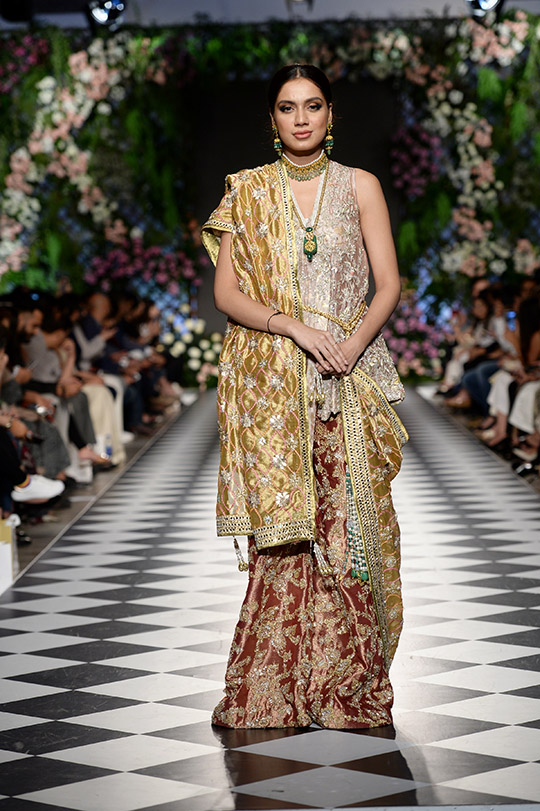 zainab_salman_pfdc_loreal_paris_bridal_week_540_05