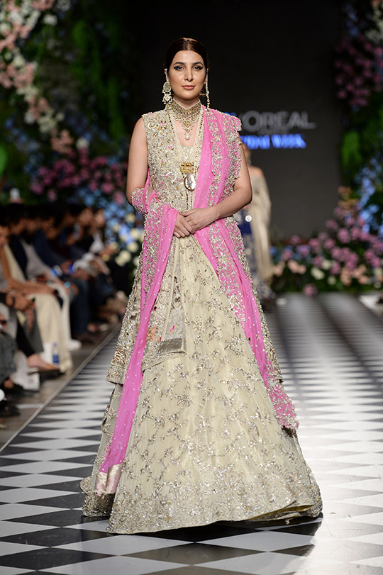 zainab_salman_pfdc_loreal_paris_bridal_week_540_06