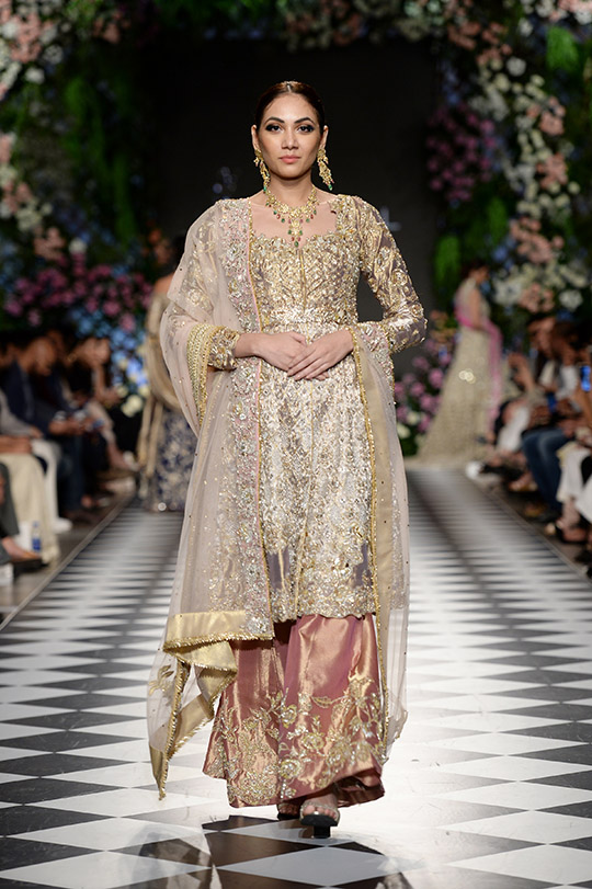 zainab_salman_pfdc_loreal_paris_bridal_week_540_08
