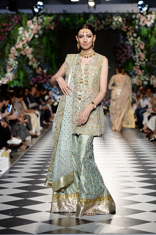 zainab_salman_pfdc_loreal_paris_bridal_week_540_09