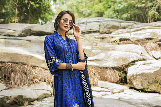 zainab_chottani_luxury_lawn_2019_outfits_540_06