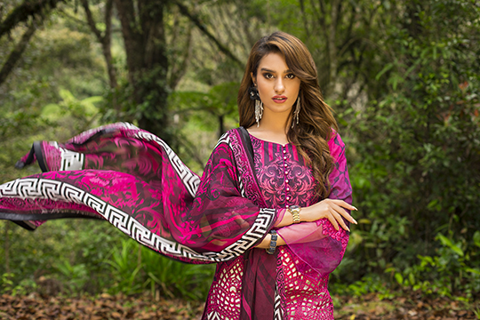 zainab_chottani_luxury_lawn_2019_outfits_540_08