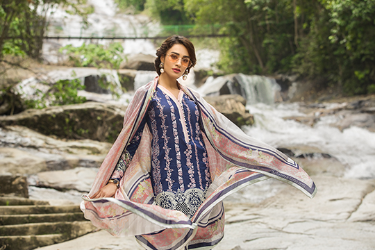 zainab_chottani_luxury_lawn_2019_outfits_540_16
