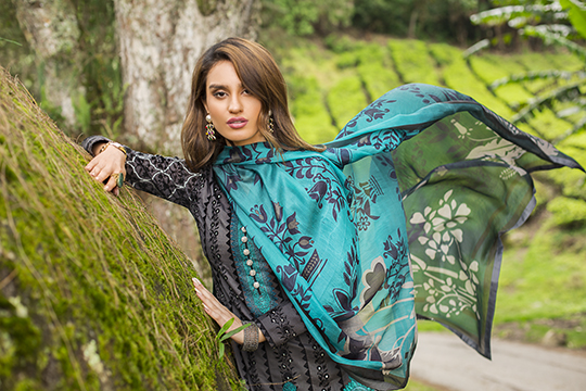 zainab_chottani_luxury_lawn_2019_outfits_540_22
