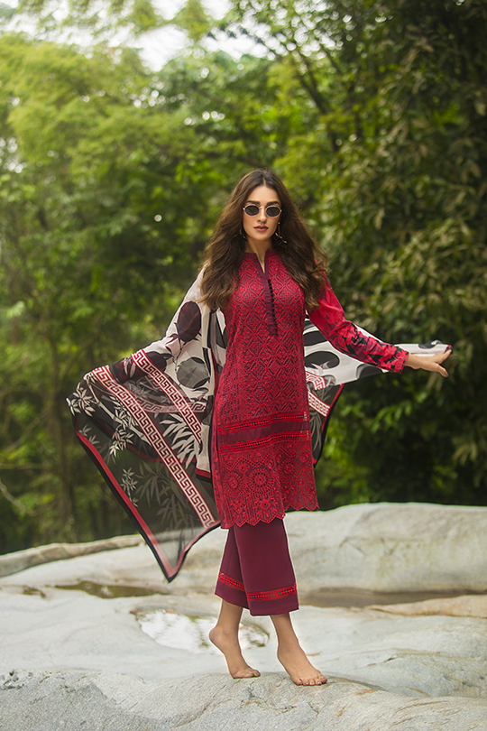 zainab_chottani_luxury_lawn_2019_outfits_540_27