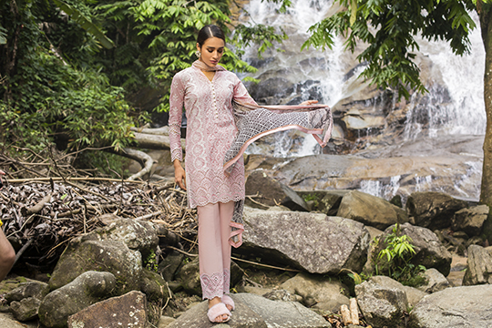 zainab_chottani_luxury_lawn_2019_outfits_540_29