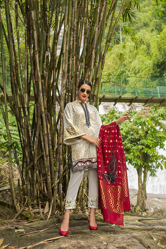 zainab_chottani_luxury_lawn_2019_outfits_540_33
