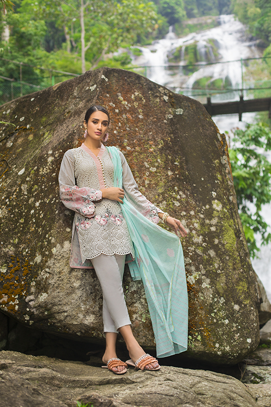 zainab_chottani_luxury_lawn_2019_outfits_540_39