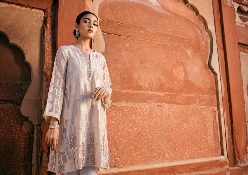 Rani Bagh By Cross Stitch Merges Tradition With Contemporary Fashion!