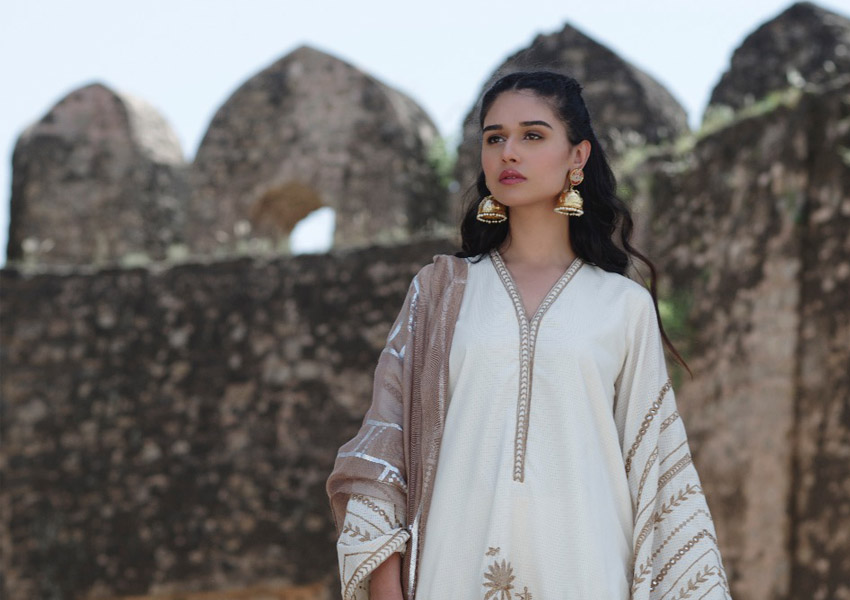 """What's In Store: Nida Azwer's """"Sheesha Taanka"""" Collection Has Our Hearts!"""
