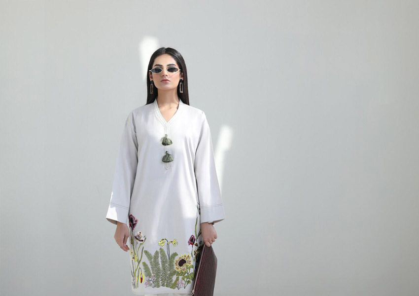What's In Store: Sana Safinaz Brings Back Minimalistic Fashion With Their Mid-Winter Collection!