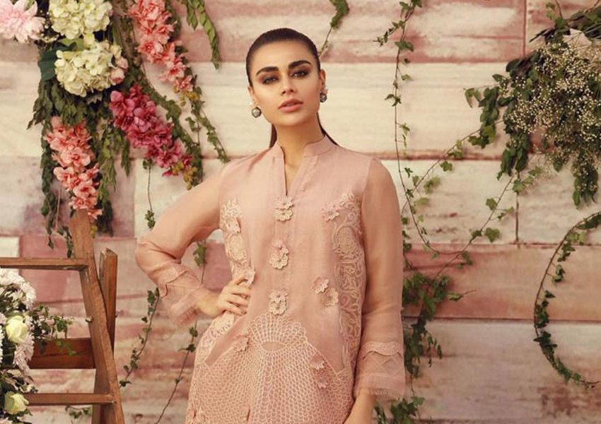 Style Notes: 7 Luxury Pret Looks By Momina Teli That Will Never Go Out Of Style!