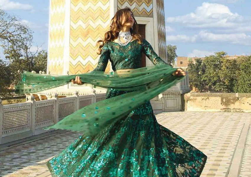 "Ready, Set, Shoot!: Saira Rizwan's ""Singhaar"" Collection Has Us Swooning!"