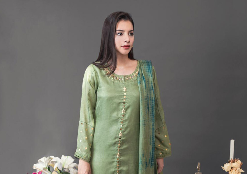 """What's In Store: 6 Looks From Amna Arshad's Eid Collection """"Summer Bloom"""" We Love!"""