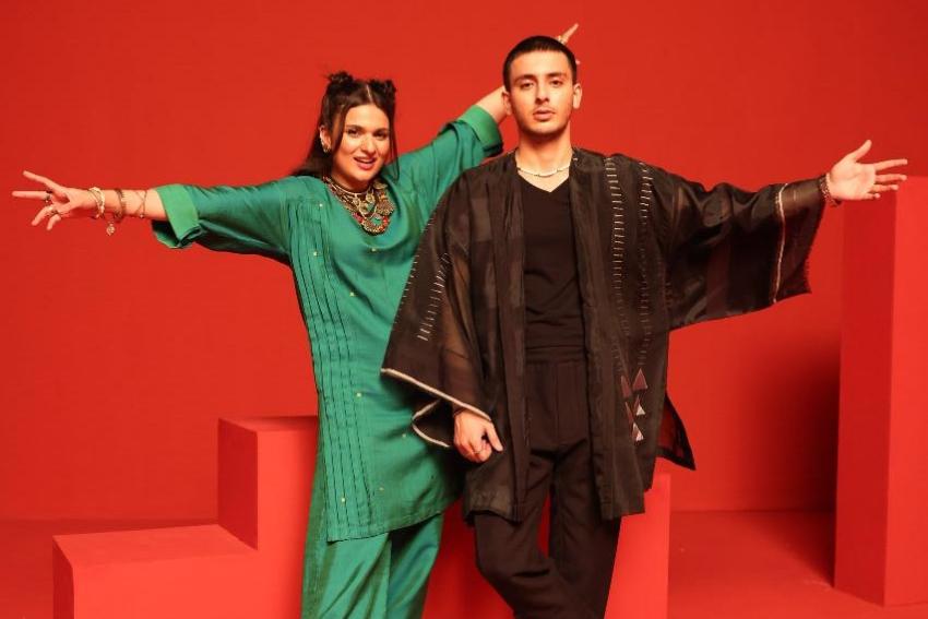 Khaadi Wins Hearts Once Again with 'Badal Day Jahaan' by Hasan and Risham!