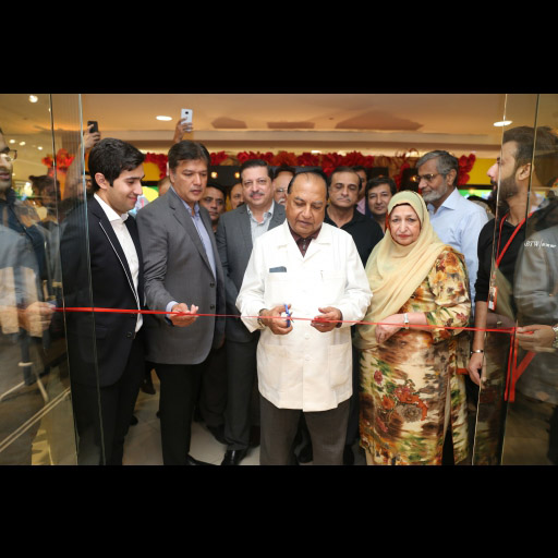 Ribbon cutting at BTW Dolmen Store Launch
