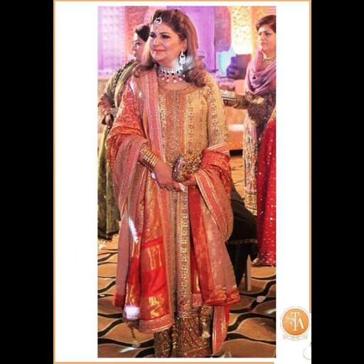 Pinky Afzal looks beautiful in a chunri and gota ensemble at a mehndi.