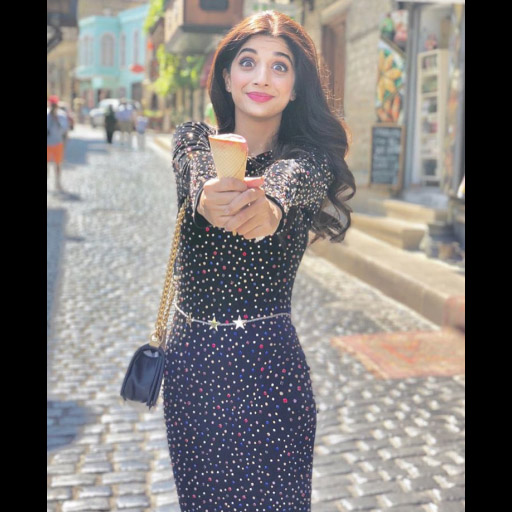 We spotted Mawra Hocane in top tourist spot for 2018- Baku!