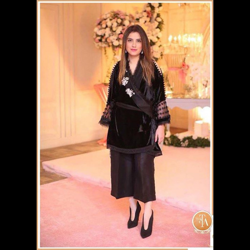Alina Shahid in a Noir Velvet wrap.