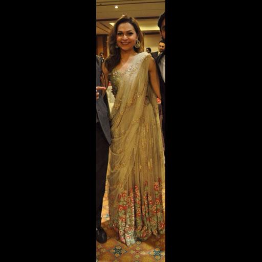 Dure wears Tena Durrani's 'Floral Bouquet' lehnga sari